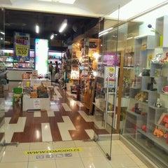 Photo taken at Cómodo Tienda y Fábrica de Diseño by Antonio M. on 3/5/2012