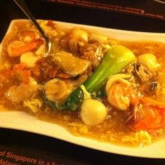 Photo taken at Singapore Food Republic by Berns B. on 3/18/2012