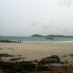 Photo taken at Ao Prao Resort (อ่าวพร้าว รีสอร์ท) by Jub W. on 6/5/2012