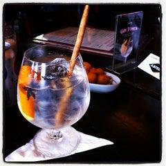 Photo taken at Bar Astor | SubAstor by Kika P. on 5/12/2012