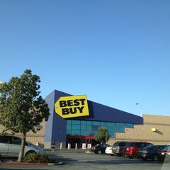 Photo taken at Best Buy by chiesama on 3/12/2012