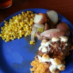 Photo taken at Golden Corral by Daynise likkelbitz L. on 8/26/2012