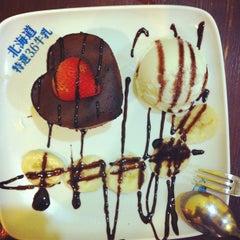 Photo taken at Dessert Queen 甜嫂 by Alan L. on 7/29/2012