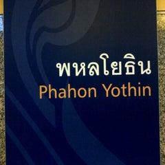 Photo taken at MRT พหลโยธิน (Phahon Yothin) PHA by Hatsadin N. on 9/2/2012