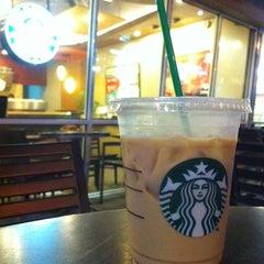 Photo taken at Starbucks (สตาร์บัคส์) by Lynhdan N. on 6/17/2012
