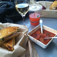 Photo taken at The American Grilled Cheese Kitchen by gessika.👽 on 6/27/2012