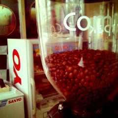 Photo taken at NANA COFFEE @ เมืองทองธานี C4 by NuenG_NaJaaa on 2/6/2012