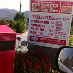 Photo taken at In-N-Out Burger by Marlene B. on 7/8/2012