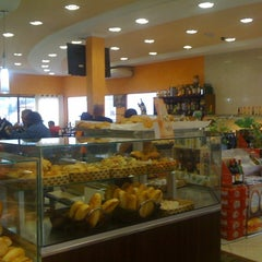Photo taken at Michelli Pães e Doces by Julio Cesar on 4/1/2012