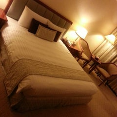 Photo taken at Evergreen Laurel Hotel by Be on 8/31/2012
