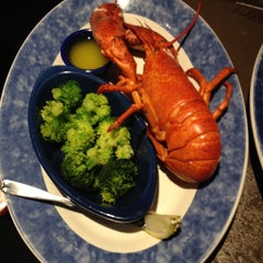 Photo taken at Red Lobster by Alessandro T. on 8/16/2012