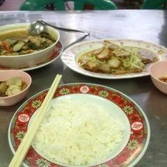 Photo taken at มิตรเพชรเกษมโภชนา by Nucha W. on 7/21/2012