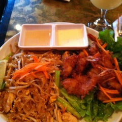 Photo taken at Papaya Thai & Asian BBQ by Mary Rose J. on 7/28/2012