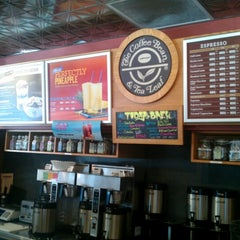 Photo taken at The Coffee Bean & Tea Leaf by Gabe G. on 8/29/2012