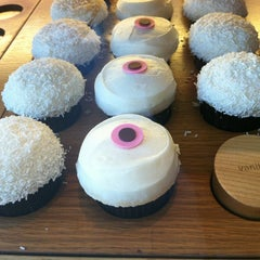 Photo taken at Sprinkles Cupcakes by H S. on 8/10/2012
