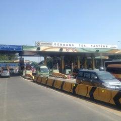 Photo taken at Gerbang Tol Pasteur by Alvian on 7/13/2012
