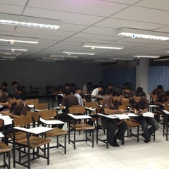 Photo taken at อาคาร 16 วิศวกรรมอุตสาหการ by จิตติวัฒน์ น. on 8/23/2012