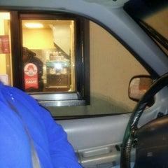 Photo taken at Wendy's by Lito G. on 4/2/2012