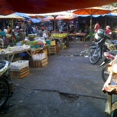 Photo taken at pasar cengkareng by Aris S. on 4/18/2012
