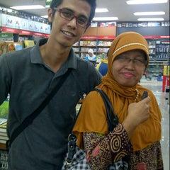 Photo taken at Toko Gunung Agung by Ayu Puspita S. on 8/25/2012