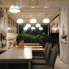 Photo taken at Giggle Box Café & Resto by Yogi S. on 6/5/2012
