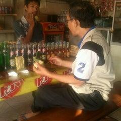 Photo taken at Depot Nasi Pecel Mirasa Bu Wo by Yadie S. on 5/20/2012