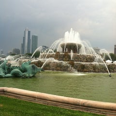 Photo taken at Clarence Buckingham Memorial Fountain by Candice on 7/14/2012