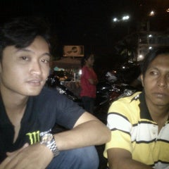 Photo taken at Warung Mie Pak Abu by Sahru R. on 3/18/2012