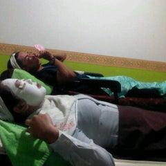 Photo taken at Vidiz Baniar Beauty Clinic by Teri R. on 6/28/2012