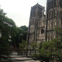 Photo taken at La Place by Ghylian E. on 7/19/2012