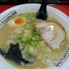 Photo taken at Ramen 38 (Sanpachi) by Fenny W. on 6/22/2012