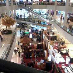 Photo taken at Solo Paragon Mall by Diidiiet calista on 6/2/2012