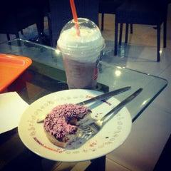 Photo taken at Dunkin donuts giant mega bekasi by Annisa T. on 8/26/2012