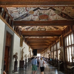 Photo taken at Galleria degli Uffizi by Cristobal D. on 6/8/2012