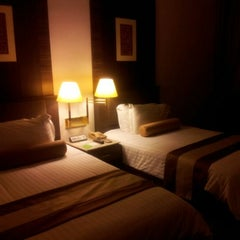 Photo taken at Chaophya Park Hotel (โรงแรมเจ้าพระยาปาร์ค) by Rc O. on 4/25/2012