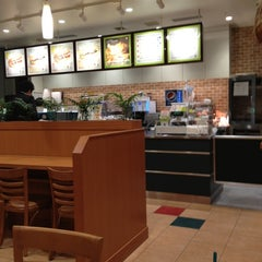 Photo taken at SUBWAY 住友不動産新宿グランドタワー店 by approfan on 4/27/2012