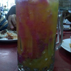 Photo taken at Amat Burger & Jus Buah Gelas Besar by Aiwan A. on 7/14/2012