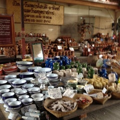 Photo taken at ตลาดโก้งโค้ง บ้านแสงโสม (Talard Kong Khong) by Nu.aay N. on 8/3/2012