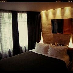Photo prise au Hôtel Sezz Paris par Opveer le2/21/2012
