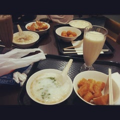 Photo taken at I Love Yoo! 老油鬼鬼 by Anna L. on 8/31/2012