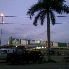 Photo taken at Pasaraya Salamku by Syarifuddin A. on 5/14/2012