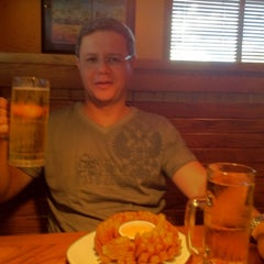 Photo taken at Outback Steakhouse by Otavio N. on 8/25/2012