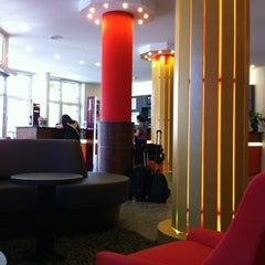 Photo taken at Mercure Hotel & Residenz Frankfurt Messe by Jan D. on 8/1/2012