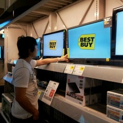 Photo taken at Best Buy by Jeanny H. on 9/9/2012