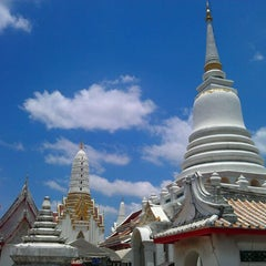 Photo taken at วัดพิชยญาติการาม (วัดพิชัยญาติ) Wat Phichaiyatikaram by Thaagoon A. on 5/19/2012