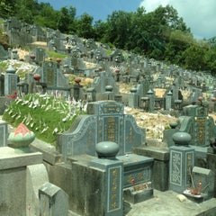 Photo taken at Teluk Bahang United Hokkien Cemetery by Tech O. on 4/17/2012