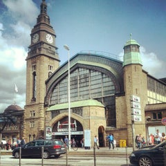 Photo taken at Hamburg Hauptbahnhof by Johannes E. on 8/31/2012