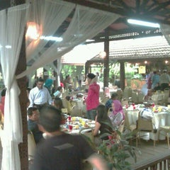 Photo taken at Restoran Nelayan by Dian Eka P. on 8/14/2012