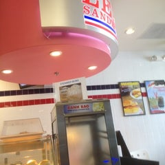 Photo taken at Lee's Sandwiches by Donell L. on 8/15/2012