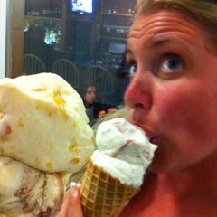 Photo taken at Big Buck's Homemade Ice Cream by Bob M. on 7/19/2012